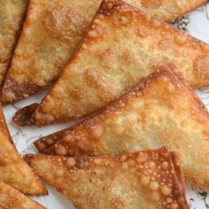 Samboosa [Meat and Cheese Filled Pastries]